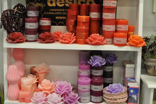 Desicon kynttilöitä ja kotimaisia ruusukynttilöitä